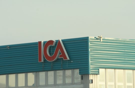 Männen styr och tjänar pengarna hos Ica – fortfarande