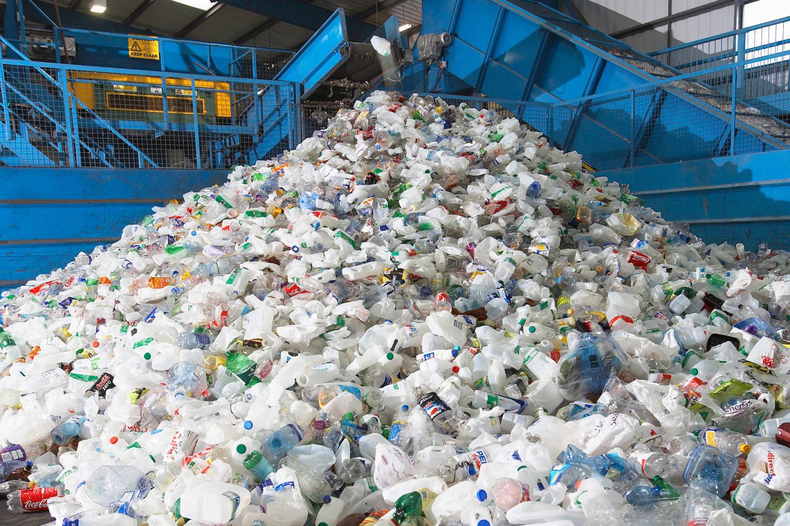EU diskuterar avgift mot plastavfall
