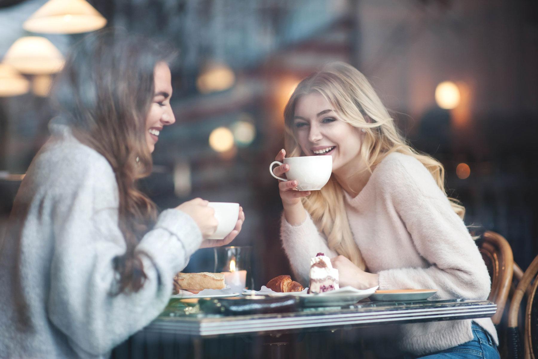 Alltfler kvinnor tar växtbaserat i kaffet